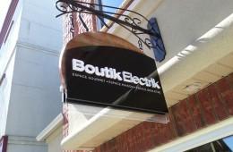 Boutik Electrik – Enseigne perpendiculaire