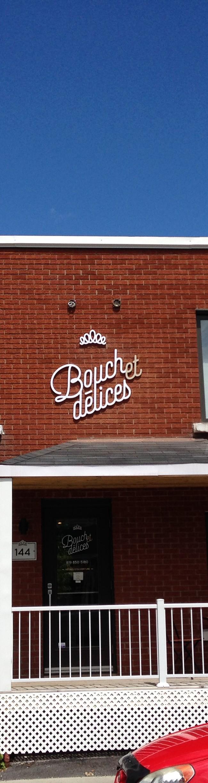 Bouche et Délice – Lettres découpées et vitrine